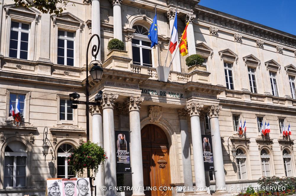 Avignon hotel de ville things to do in avignon fine for Hotel avignon piscine