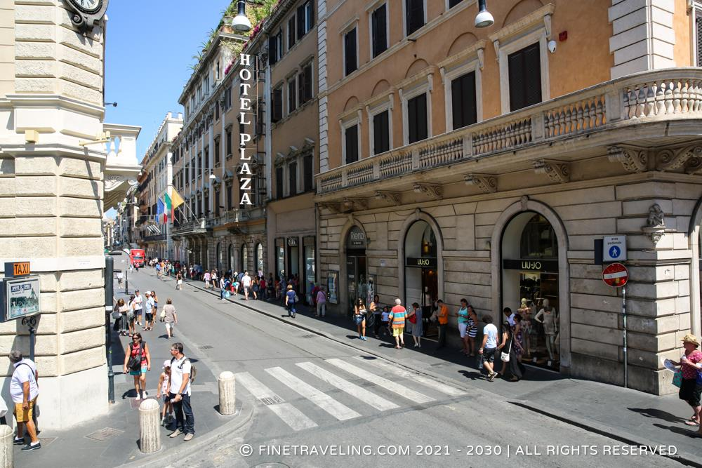 Via del corso things to do in rome for Mac roma via del corso